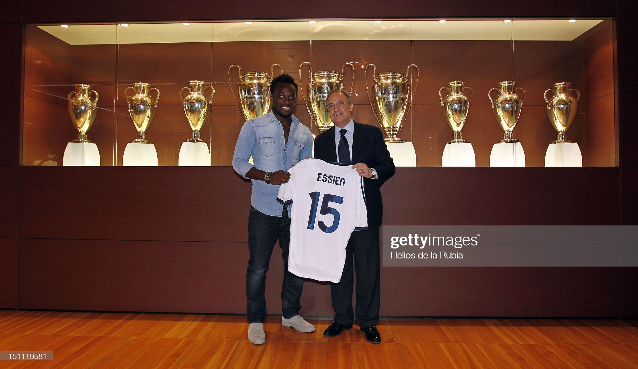 ¿Cuánto mide Michael Essien? - Real height Michael-essien-poses-with-florentino-perez-real-madrid-president-he-picture-id151119581?s=2048x2048