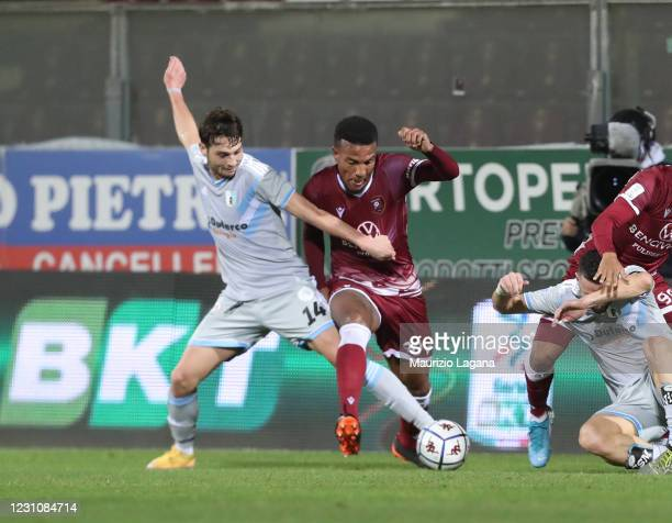 Michael Forolunsho of Reggina competes for the ball with Cassio Cardoselli of Virtus Entella during the Serie B match between Reggina and Virtus...