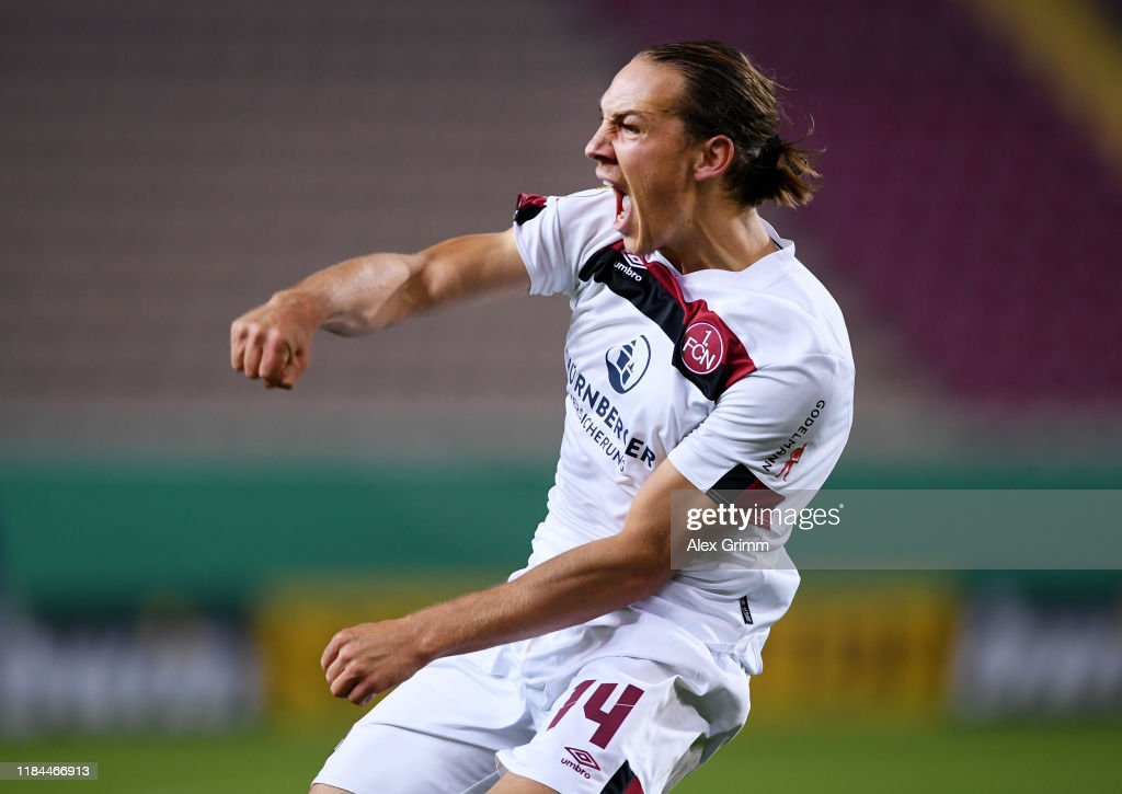 1. FC Kaiserslautern v 1. FC Nuernberg - DFB Cup : ニュース写真