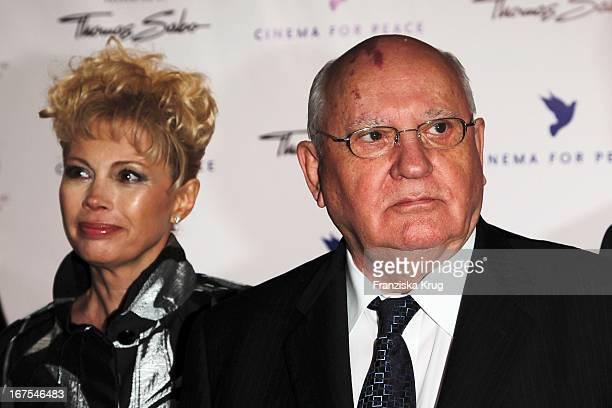Michael Gorbatschow Mit Tochter Anastasia Virganskaya Bei Der Cinema For Peace Gala Im Rahmen Der 60 Berlinale Im Konzerthaus In Berlin
