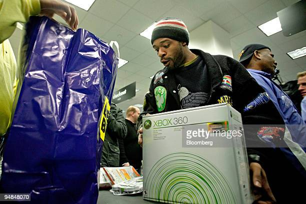Michael Hamilton purchases the new Microsoft Xbox 360 video-game console at a Best Buy store in New York, NY at 12:30am Tuesday, November 22, 2005....