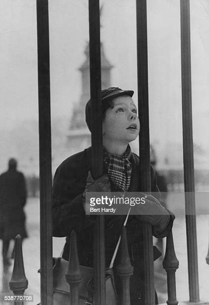 Michael Hardy the son of Picture Post photographer Bert Hardy looking through the railings outside Buckingham Palace London January 1947 Original...