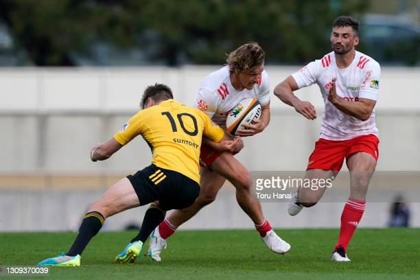 Michael Hooper of the Toyota Verblitz is tackled by Beauden Barrett of the Suntory Sungoliath during the Top League match between Toyota Verblitz and...