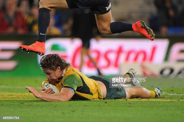 Michael Hooper of the Wallabies scores a try during The Rugby Championship match between the Australian Wallabies and Argentina at Cbus Super Stadium...
