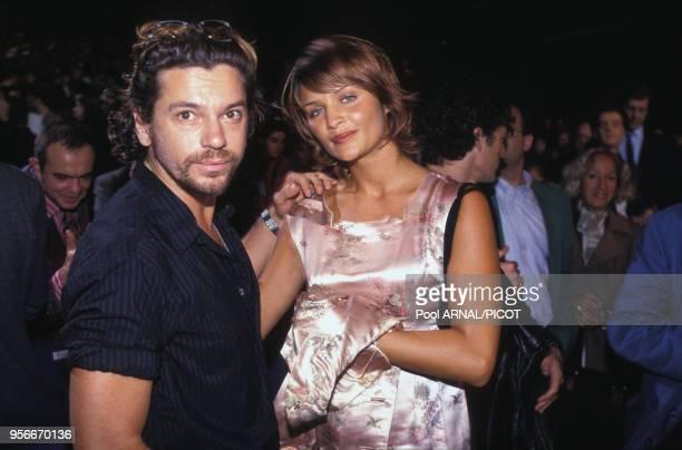 Michael Hutchence et Helena Christensen lors de la 1ère du magicien à Paris en septembre 1994, France.