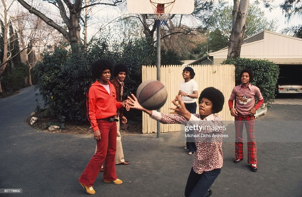Michael Jackson and his brothers L-R Jermaine, Jackie, Tito and Marlon play basketball in their driveway at their Hollywood Hills home in 1972 in Los Angeles, California.