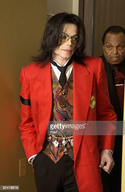 Michael Jackson and his father Joe Jackson return from a break at the Santa Barbara County Courthouse for Michael's child molestation trial March 14...