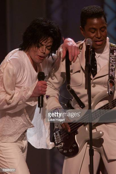 Michael Jackson and Jermaine sing at the Michael Jackson 30th Anniversary Celebration The Solo Years at Madison Square Garden in New York City on...