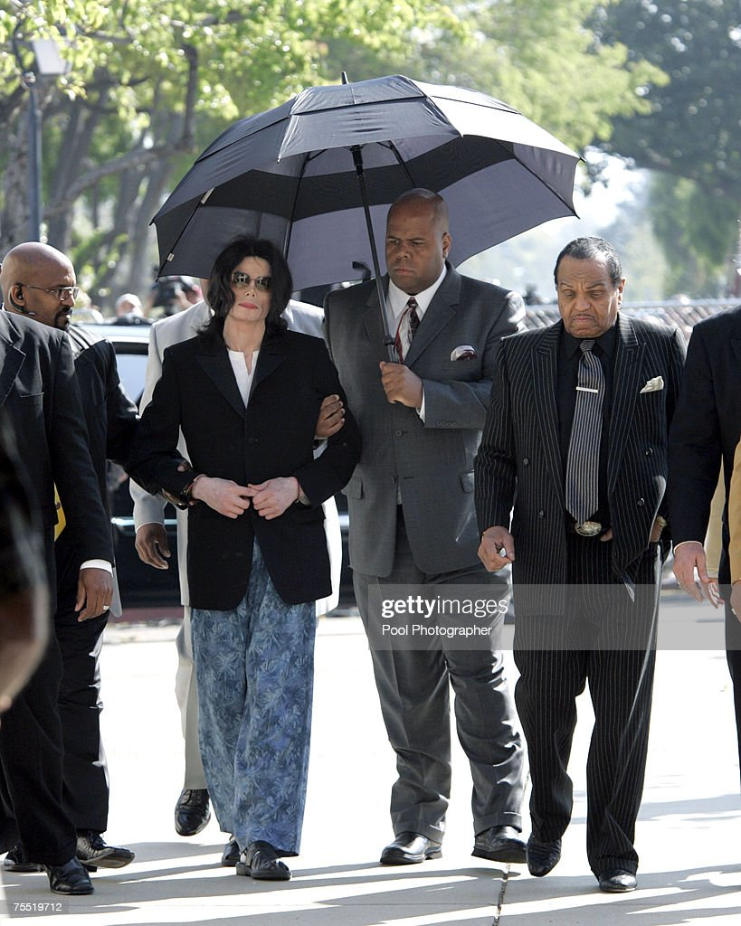 Michael Jackson and Joseph Jackson enter the court house after arriving late at Santa Barbara County Superior Court on March 10, 2005 in Santa Maria, California.
