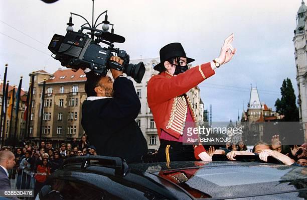 Michael Jackson arrive à Prague quelques jours avant le premier concert de sa tournée européenne 'Kingdom' le 4 septembre 1996 à Prague...