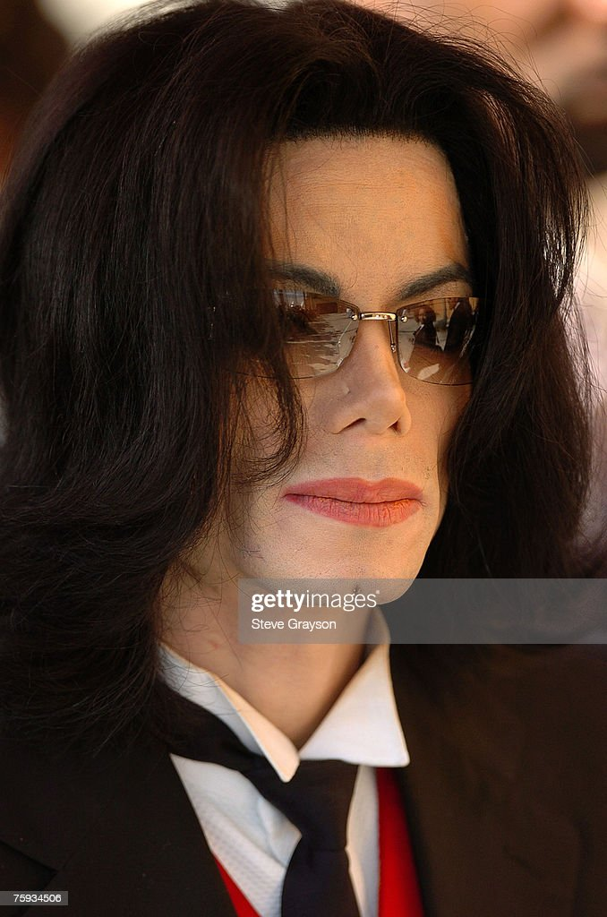 Michael Jackson arrives at the memorial service for Johnnie Cochran at West Angeles Cathederal in Los Angeles, California April 6, 2005