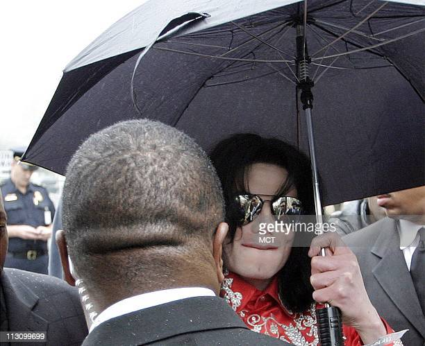 WASHINGTON DC Michael Jackson arrives at the Rayburn House Office Building during a visit to Capitol Hill on Wednesday March 31 2004