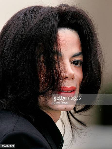 Michael Jackson arrives at the Santa Barbara Court House before the third day of his child molestation trial March 2 2005 in Santa Maria California...