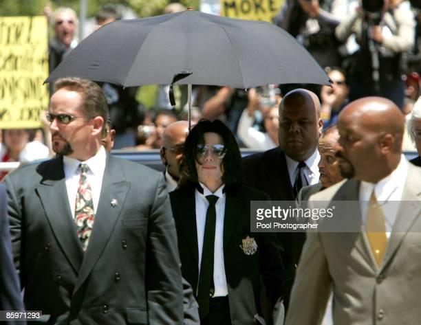 Michael Jackson arrives for verdict at his child molestation trialat Santa Barbara County Courthouse in Santa Maria June 13 2005 Pool photo by Justin...