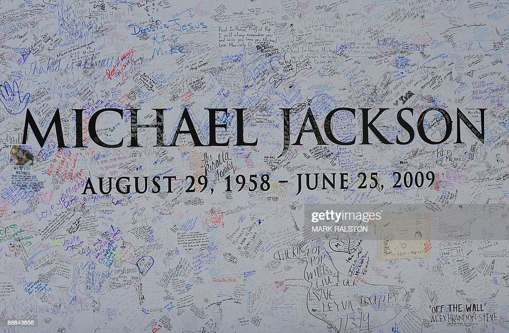 A Michael Jackson billboard covered in messages outside the Staples Center, which will be the site of a memorial service for musical legend after his recent death, in Los Angeles on July 5, 2009. A total of 1.6 million people scrambled for tickets to Jackson's memorial service, officials said as the probe into the singer's death zeroed in on the role of drugs. The vast majority of applicants will be disappointed as only 11,000 tickets are available for Tuesday's service, along with another 6,500 to watch a live video feed at a neighboring venue. AFP PHOTO/Mark RALSTON