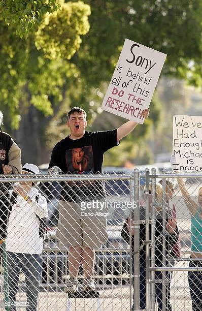 Michael Jackson fan BJ Hickman yells as Jackson arrives at the Santa Barbara County Courthouse March 16 2005 in Santa Maria California Jackson has...