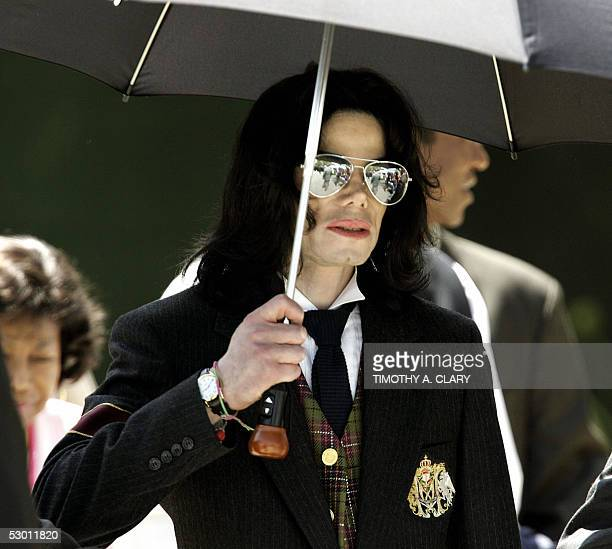 Michael Jackson holds his umbrella as he leaves the Santa Barbara County courthouse 02 June 2005 in Santa Maria California Jackson is charged in a...
