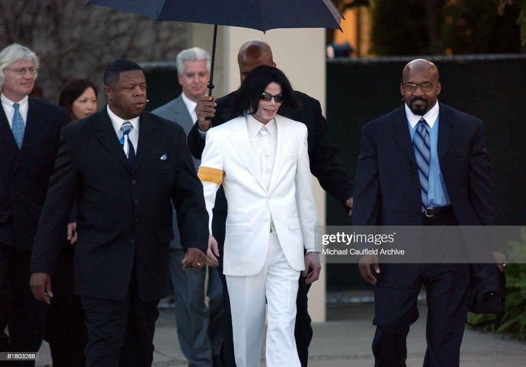 Michael Jackson leaves after the first day of jury selection