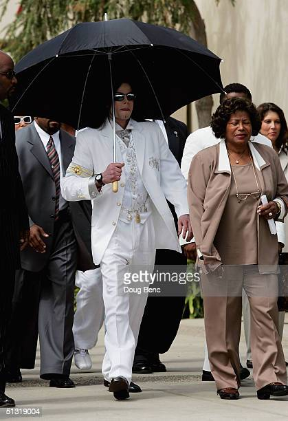 Michael Jackson leaves the Santa Maria courthouse with his mother Catherine Jackson on September 17 2004 in Santa Maria California