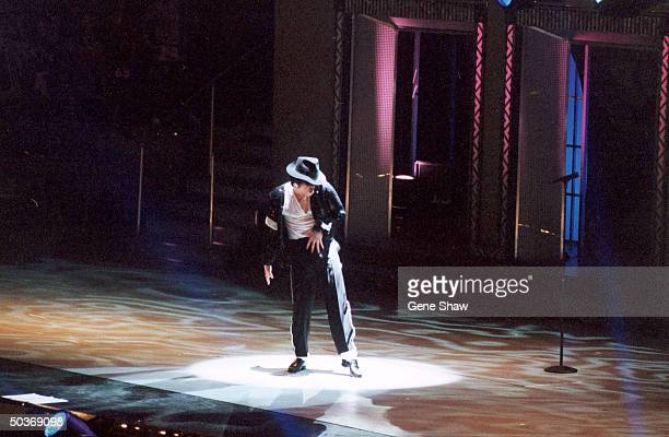 Michael Jackson performing at his 30th anniversary concert