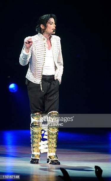 Michael Jackson performs at a benefit concert for the Democratic Party at the world famous Apollo Theater in New York United States on April 24 2002