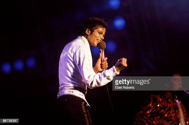 BUFFALO UNITED STATES AUGUST 26 Michael Jackson performs on stage with the Jacksons on their Victory tour at the Rich Stadium in Buffalo New York on...