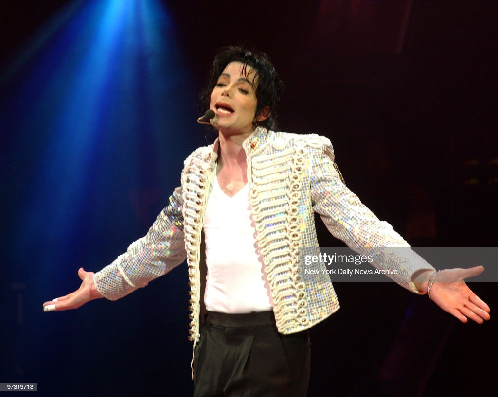 """Michael Jackson performs onstage during """"A Night At The Apol : News Photo"""