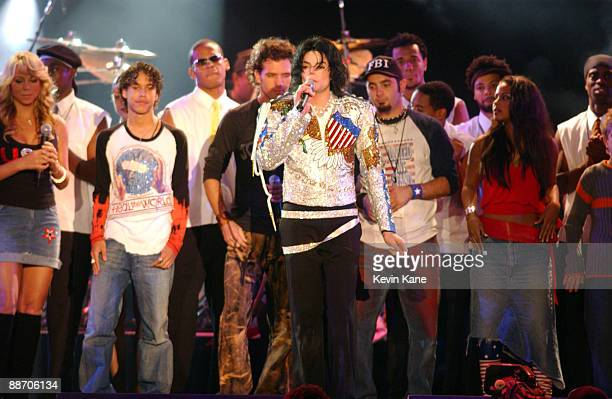 Michael Jackson performs with Mariah Carey *NSYNC and others during finale