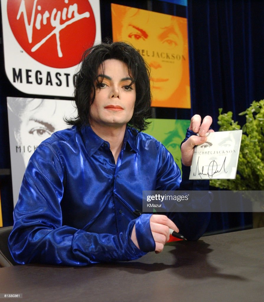 "Michael Jackson 1st ever record signing for his new album ""Invincible"""