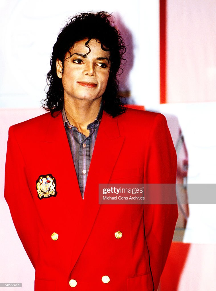 Michael Jackson poses at a Pepsi Cola public relations event on the eve of the Radio City Music Hall Grammy Awards March 1, 1988 in New York City, New York.