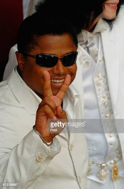 Michael Jackson's brother Randy Jackson gives a peace sign after leaving the Santa Maria couthouse after a hearing on September 17 2004 in Santa...