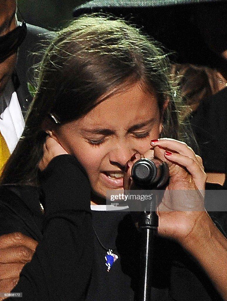 Michael Jackson's daughter Paris cries a : Foto jornalística