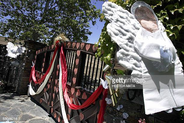 Michael Jackson's Neverland Ranch entrance is decorated with flowers and paper hearts in Los Olivos, CA 09 June 2005. Police have detained three...