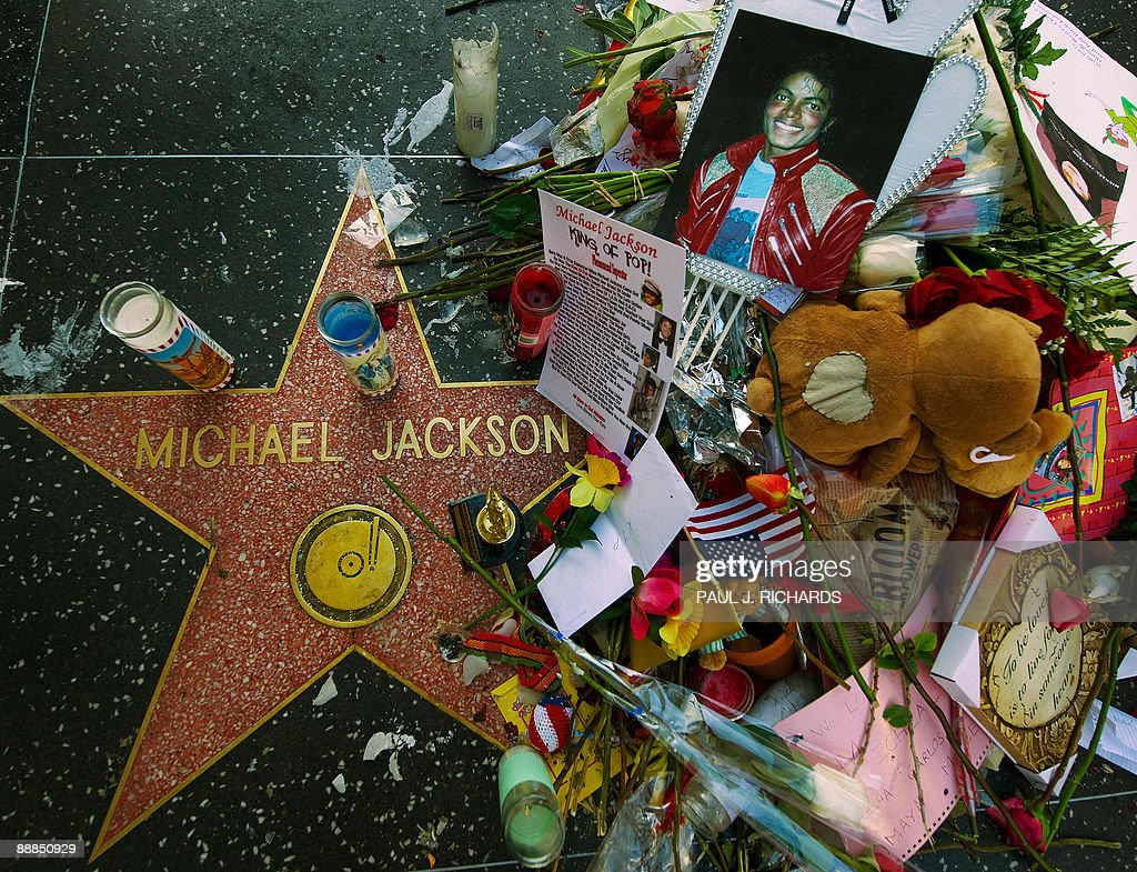 Michael Jackson's star on the Hollywood Walk of Fame near Grauman�s Chinese Theatre on Hollywood Boulevard, July 6, 2009 in Los Angeles. Jackson will be buried at Forest Lawn Cemetery in Los Angeles on July 7, shortly before a gala tribute to the pop icon at the Staples Center. AFP Photo/Paul J. Richards