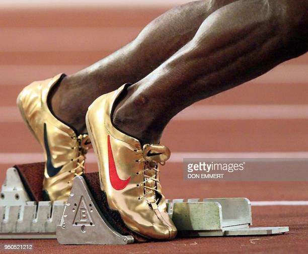 Michael Johnson of the US starts the 400 meter dash round 2 wearing his gold shoes 27 July in Atlanta Johnson won his heat with a time of 4462...
