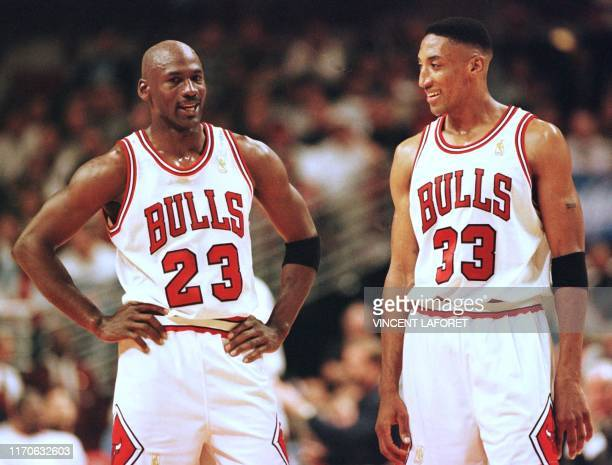 Michael Jordan and Scottie Pippen of the Chicago Bulls talk during the final minutes of their game 22 May in the NBA Eastern Conference finals aainst...