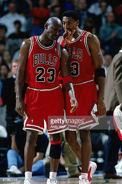 Michael Jordan and Scottie Pippen of the Chicago Bulls talk things over during an NBA game against the Dallas Mavericks on November 21 1995 in Dallas...