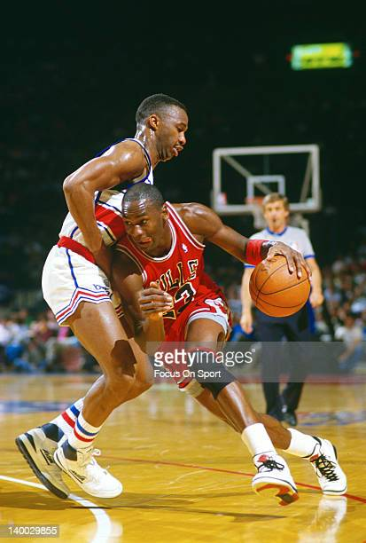 Michael Jordan of the Chicago Bulls drives towards the basket against the Washington Bullets during an NBA basketball game circa 1986 at the Capital...