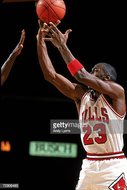 Michael Jordan of the Chicago Bulls jumps to shoot the ball during the game. Mandatory Credit: Andy Lyons /Allsport
