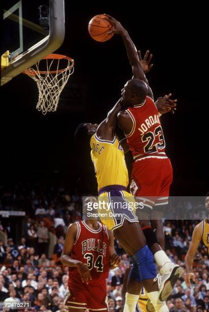 Michael Jordan of the Chicago Bulls makes a basket against the Los Angeles Lakers Mandatory Credit Stephen Dunn/ALLSPORT
