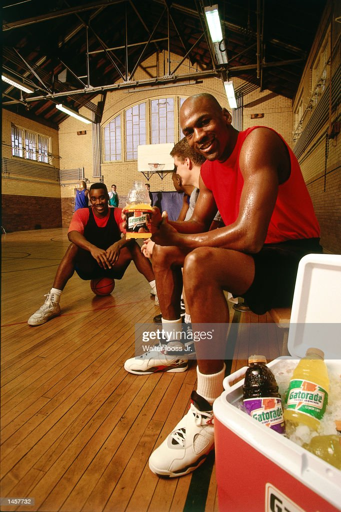 c8d6530eb0f605 Michael Jordan of the Chicago Bulls shoots a commercial for Gatorade in 1990  NOTE TO USER