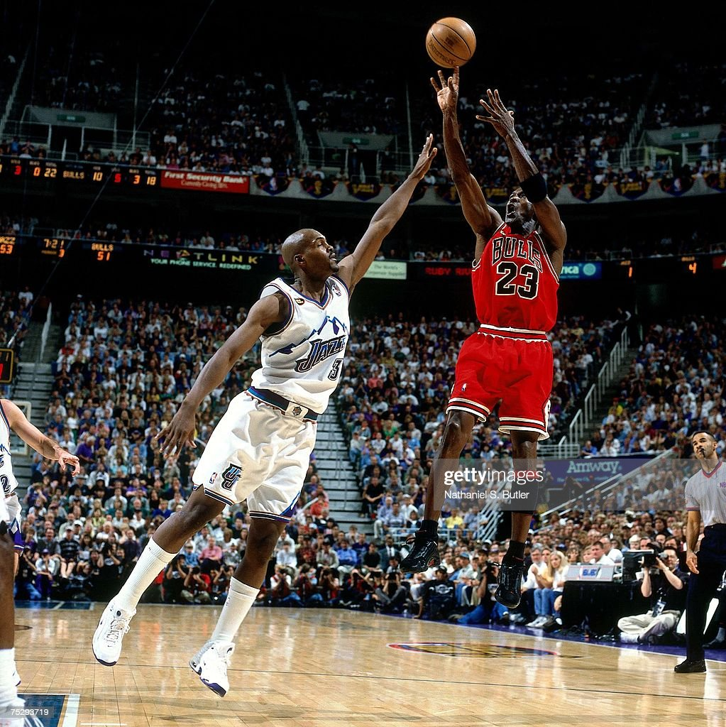 Michael Jordan of the Chicago Bulls shoots a jump shot against Bryon ... 5bf08c57e