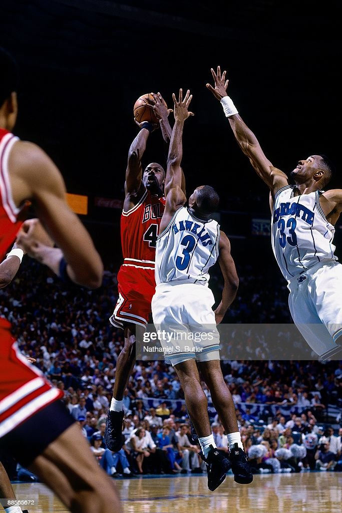 kupować Nowa kolekcja wykwintny design Michael Jordan of the Chicago Bulls shoots a jumper against ...