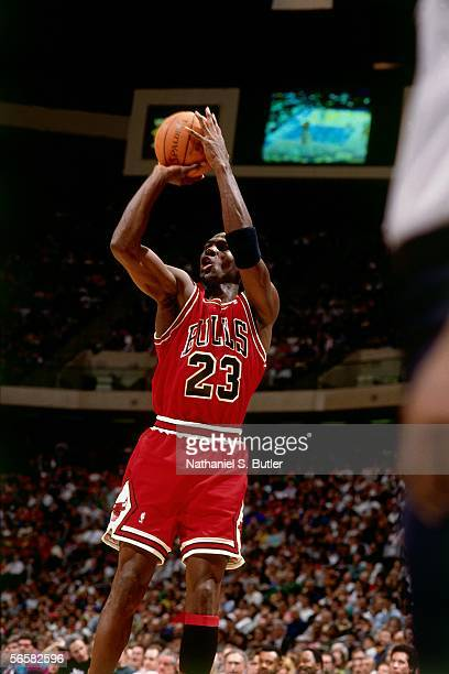 Michael Jordan of the Chicago Bulls shoots a jumpshot during an NBA game in 1991 NOTE TO USER User expressly acknowledges and agrees that by...