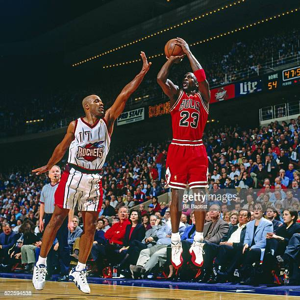 Michael Jordan of the Chicago Bulls shoots against the Houston Rockets on January 19, 1997 at the Summit in Houston, Texas. NOTE TO USER: User...