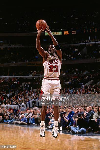 Michael Jordan of the Chicago Bulls shoots circa 1997 at the United Center in Chicago Illinois NOTE TO USER User expressly acknowledges and agrees...