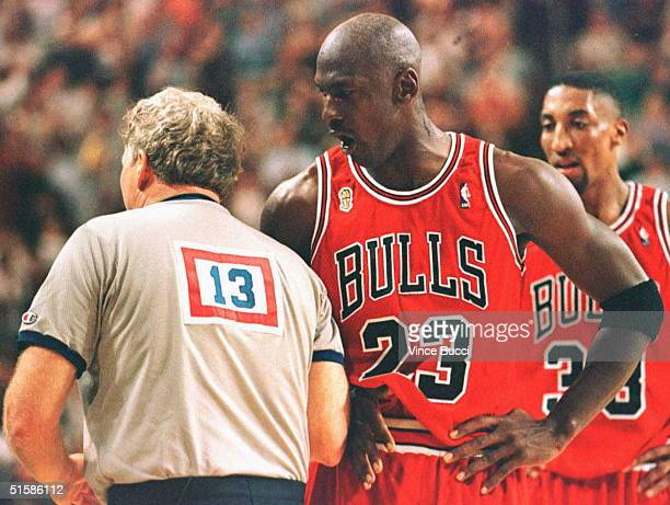Michael Jordan of the Chicago Bulls yells at offical Mike Mathis 12 June during the second quarter of game four of the NBA Finals at KeyArena in...