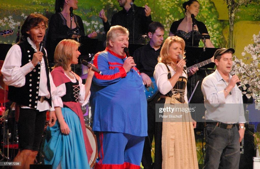 Michael Kastel, Carla Scheithe (beide Mitglieder Volksmusikgrupp : News Photo