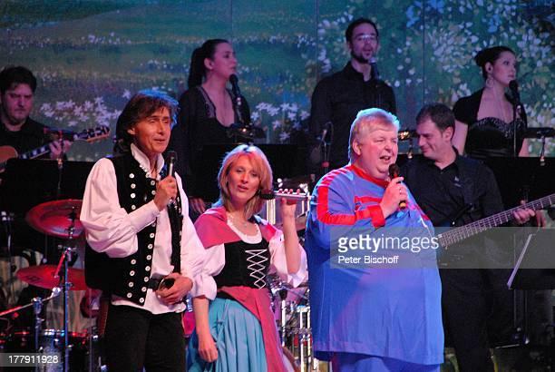 """Michael Kastel, Carla Scheithe , Wilfried Schwalm , im Hintergrund: """"Samstagabendshow-TV-Orchester"""", Tournee """"Das Frühlingsfest der Volksmusik"""",..."""