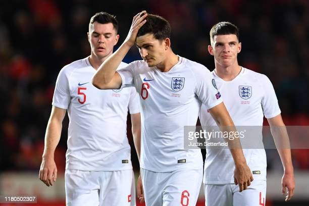 Michael Keane , Harry Maguire and Declan Rice of England look dejected during the UEFA Euro 2020 qualifier between Czech Republic and England at...